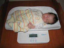 Momert digitális csecsemőmérleg